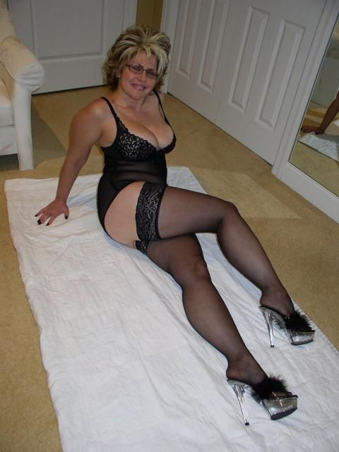 Women pantyhose older Classy Mature